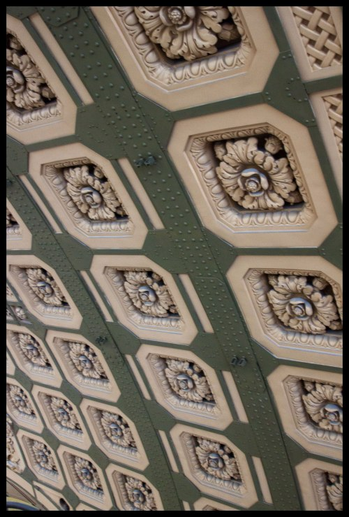 Even the train station ceiling has fine detail.